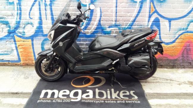 15 Yamaha X-Max 400 full
